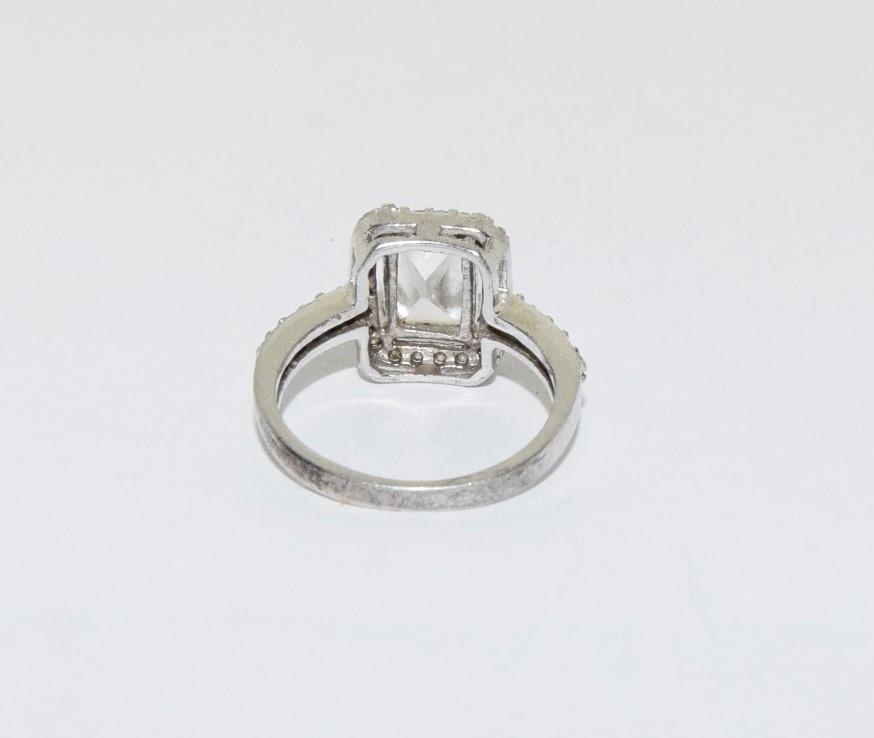 Square shaped CZ silver ring, size J - Image 3 of 3