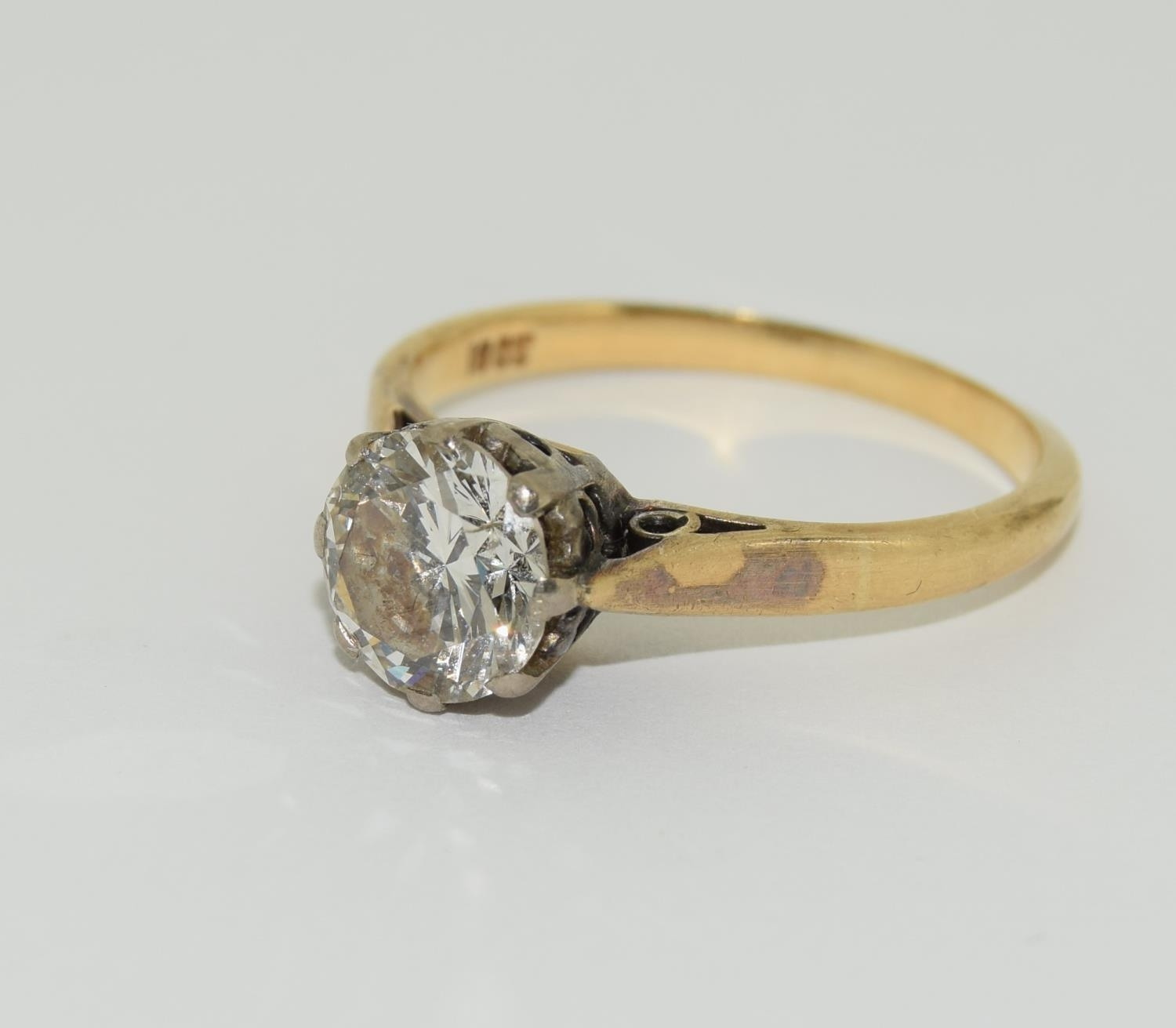 An 18ct gold ladies diamond solitaire ring approx 1.5ct, Size M. - Image 4 of 6