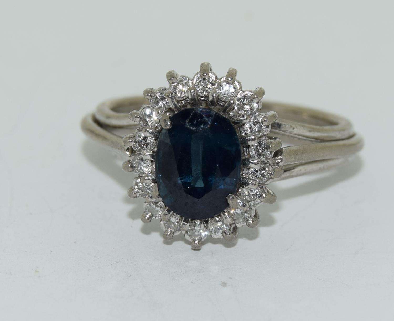 An 18ct white gold ladies diamond and sapphire ring, Size L - Image 6 of 6