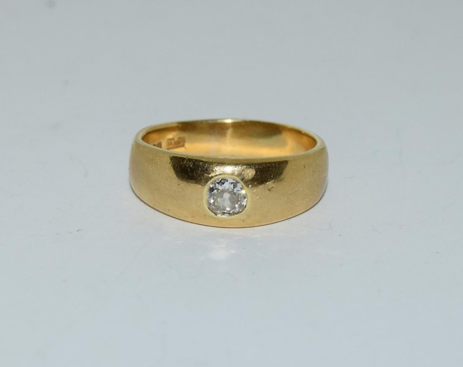 18ct gold mans signet ring set with diamond solitaire of approx 0.25ct size R 9.5gm