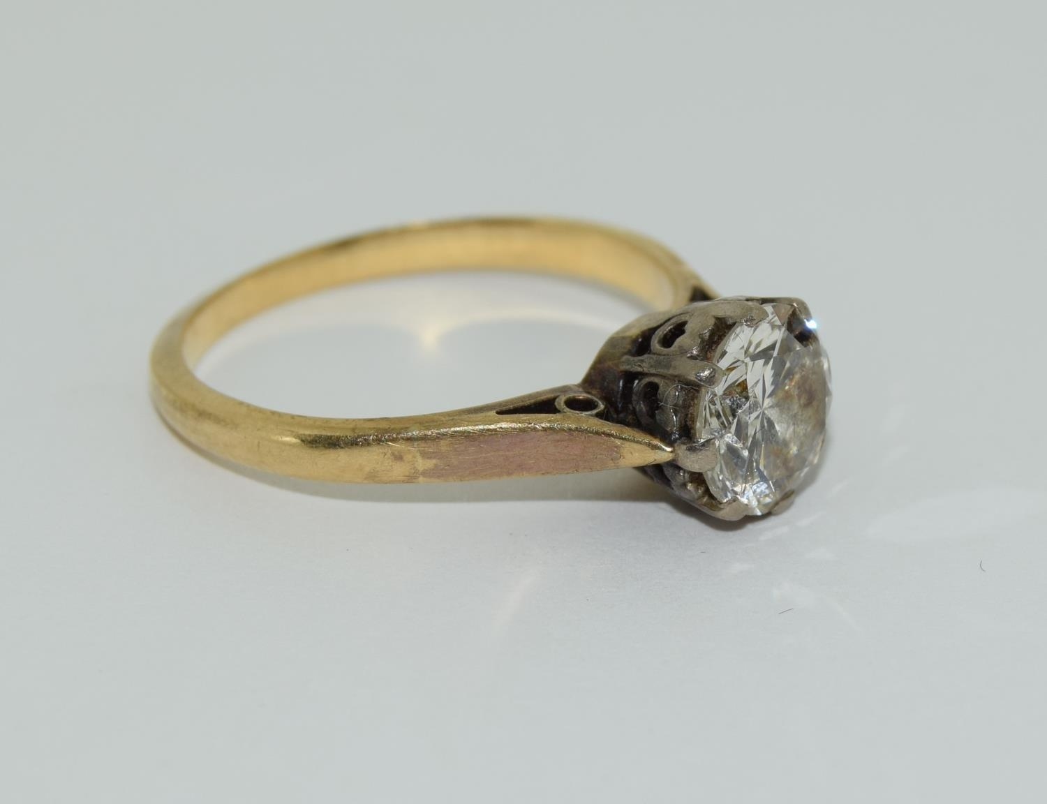 An 18ct gold ladies diamond solitaire ring approx 1.5ct, Size M. - Image 5 of 6