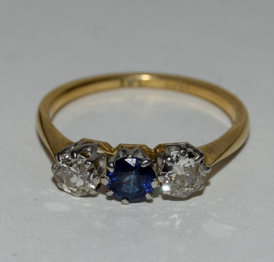 18ct gold and platinum ladies diamond and sapphire 3 stone ring approx 0.5ct diamond size L - Image 6 of 6