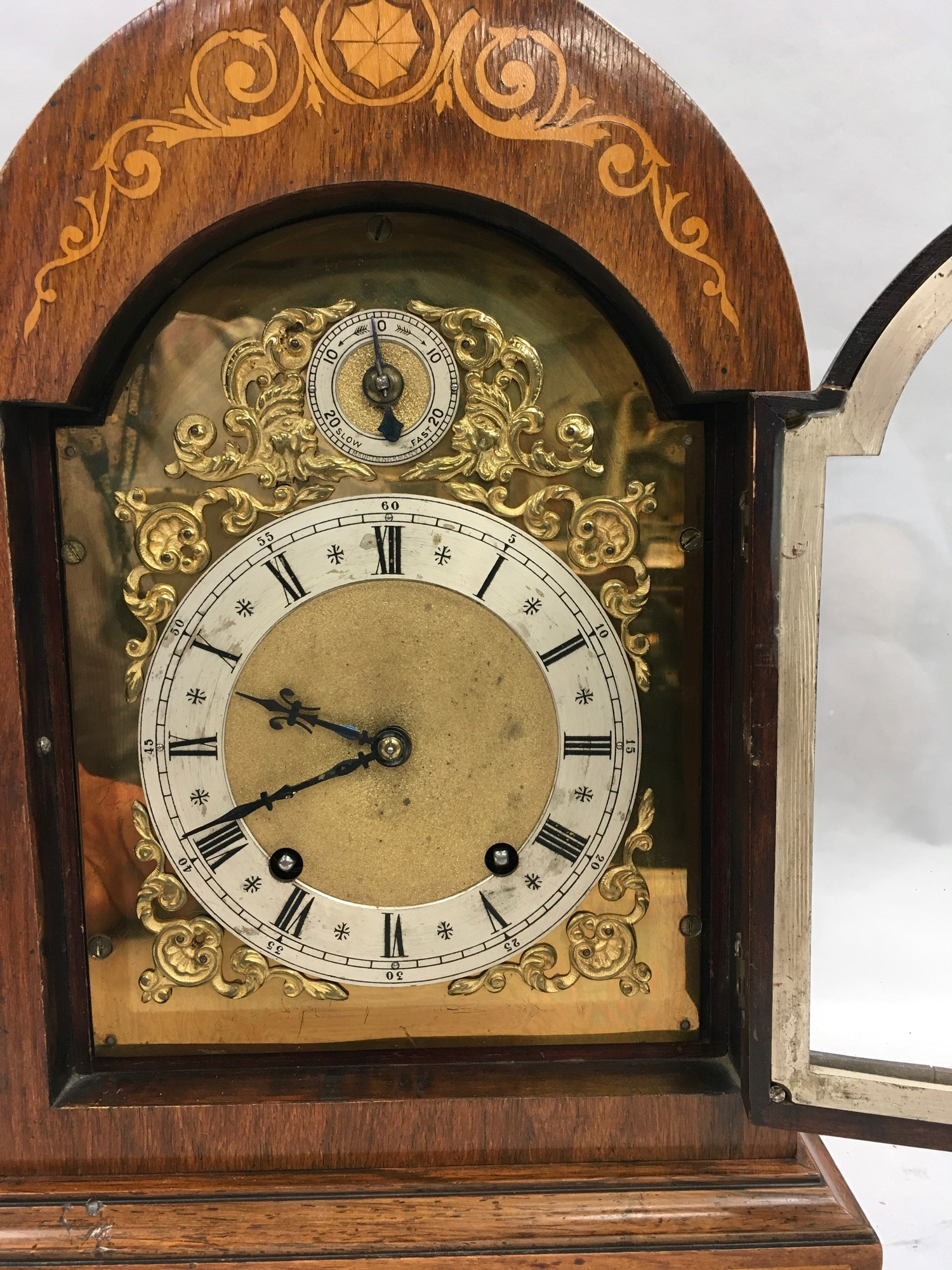 Edwardian in laid dome shape striking mantle clock,with brass face on brass feet and side carrying - Image 2 of 8