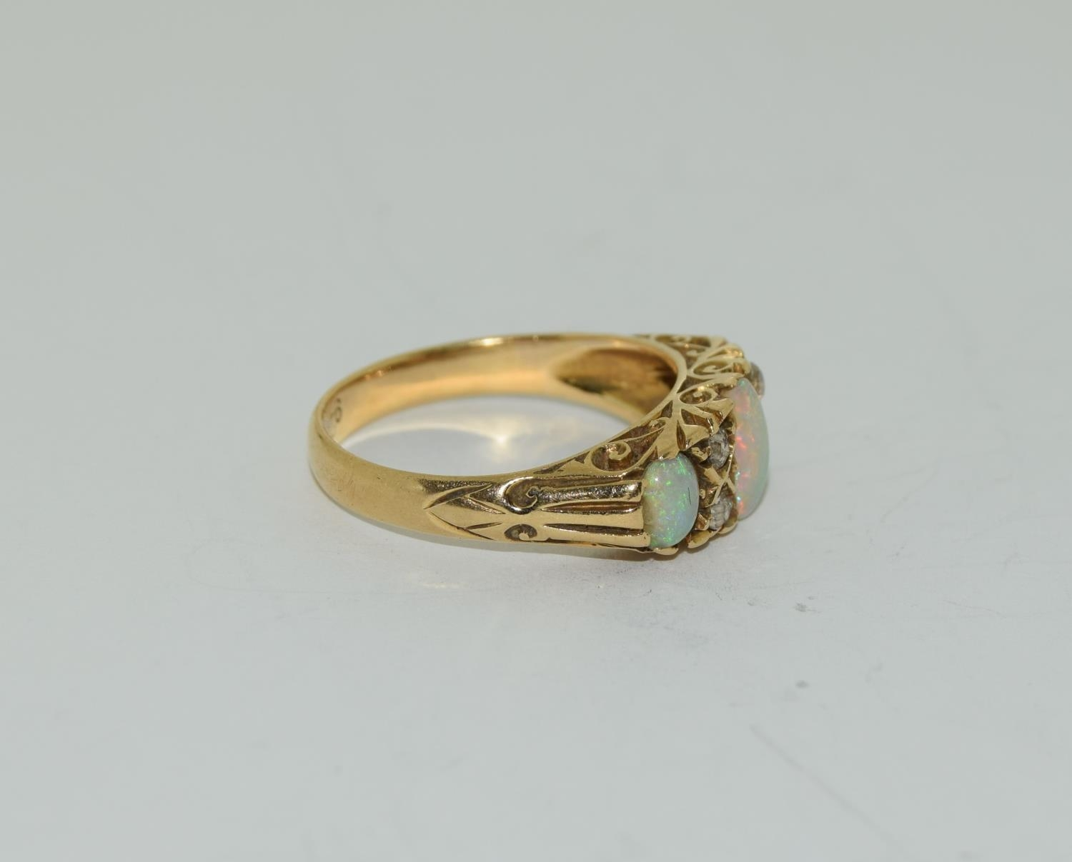 18ct gold ladies 3 stone opal and diamond ring size M - Image 2 of 5