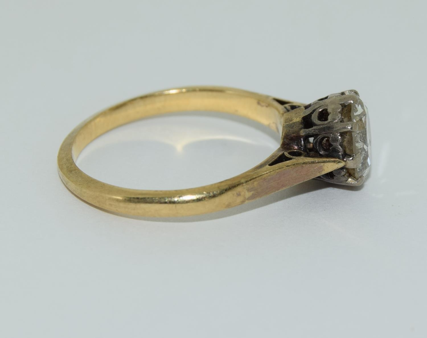 An 18ct gold ladies diamond solitaire ring approx 1.5ct, Size M. - Image 2 of 6