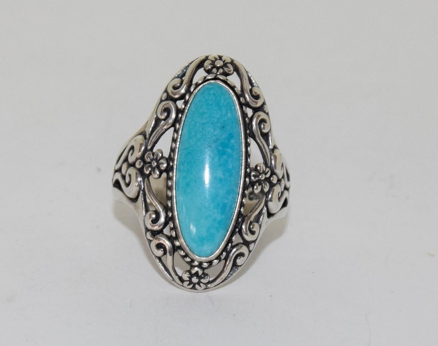 A light blue fully hallmarked silver ring, Size T