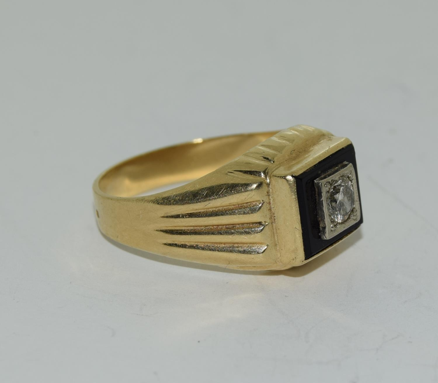 14ct gold gents onyx set with diamond approx 0.33ct signet ring size S - Image 5 of 6