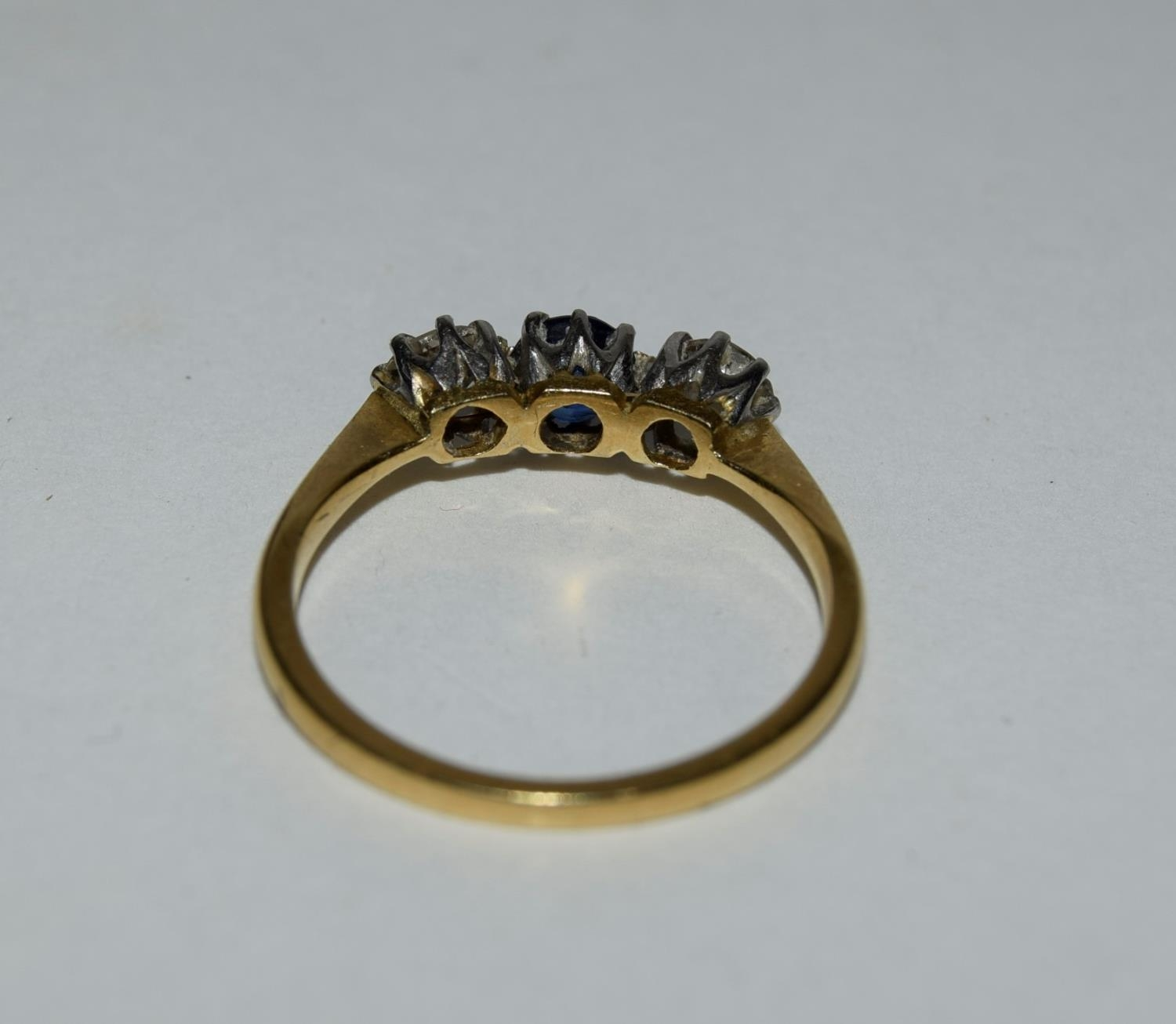 18ct gold and platinum ladies diamond and sapphire 3 stone ring approx 0.5ct diamond size L - Image 3 of 6