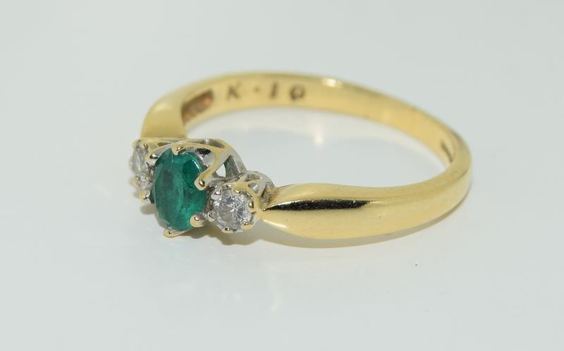 18ct gold ladies emerald and diamond ring h/m 0.1ct diamonds size M - Image 4 of 5