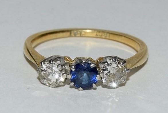 18ct gold and platinum ladies diamond and sapphire 3 stone ring approx 0.5ct diamond size L
