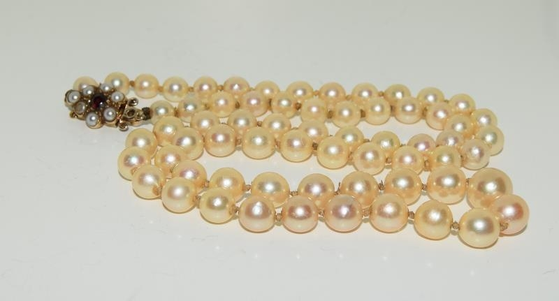 Ladies graduated pearl necklace set with 9ct gold and garnet clasp 51cm long - Image 4 of 4