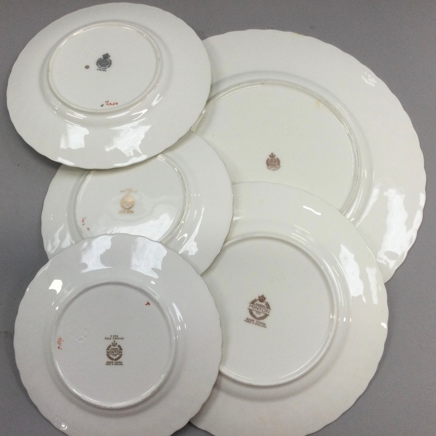 """Minton """"Gold Cheviot"""" part dinner service comprising dinner, side and dessert plates. - Image 2 of 2"""