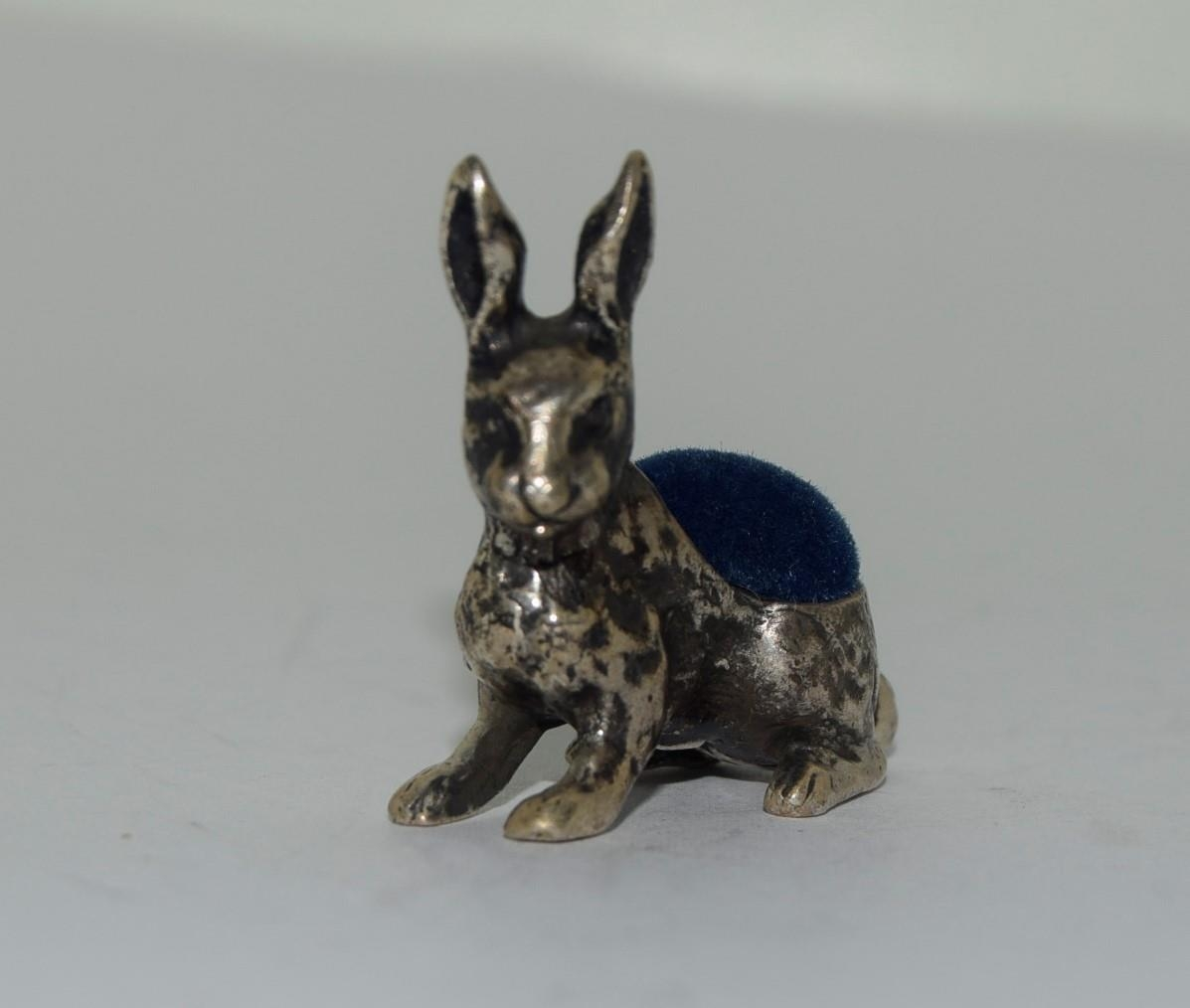 Silver pin cushion in the form of a rabbit - Image 3 of 3