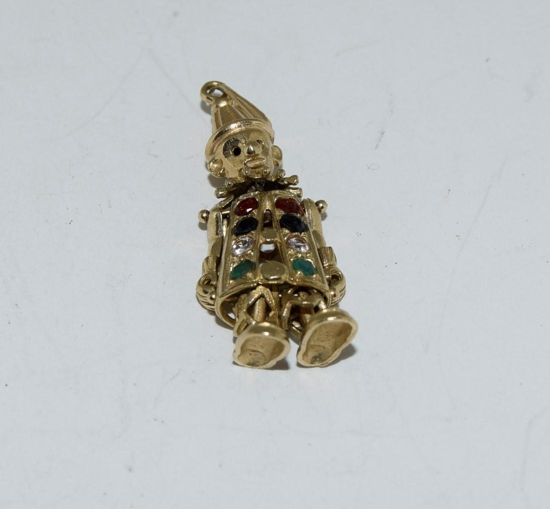 9ct gold charm as an articulated clown figure set with precious stone - Image 6 of 10