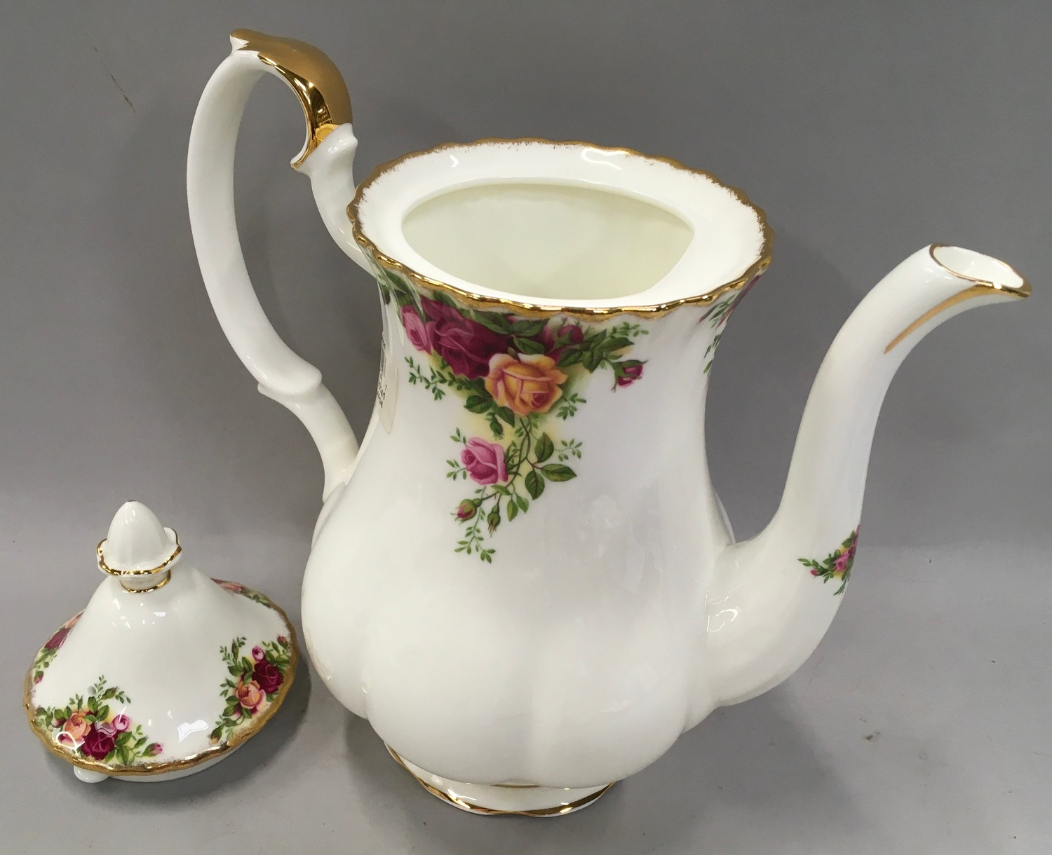 """Royal Albert """"Old Country Roses"""" coffee set to include coffee pot (12) - Image 3 of 4"""