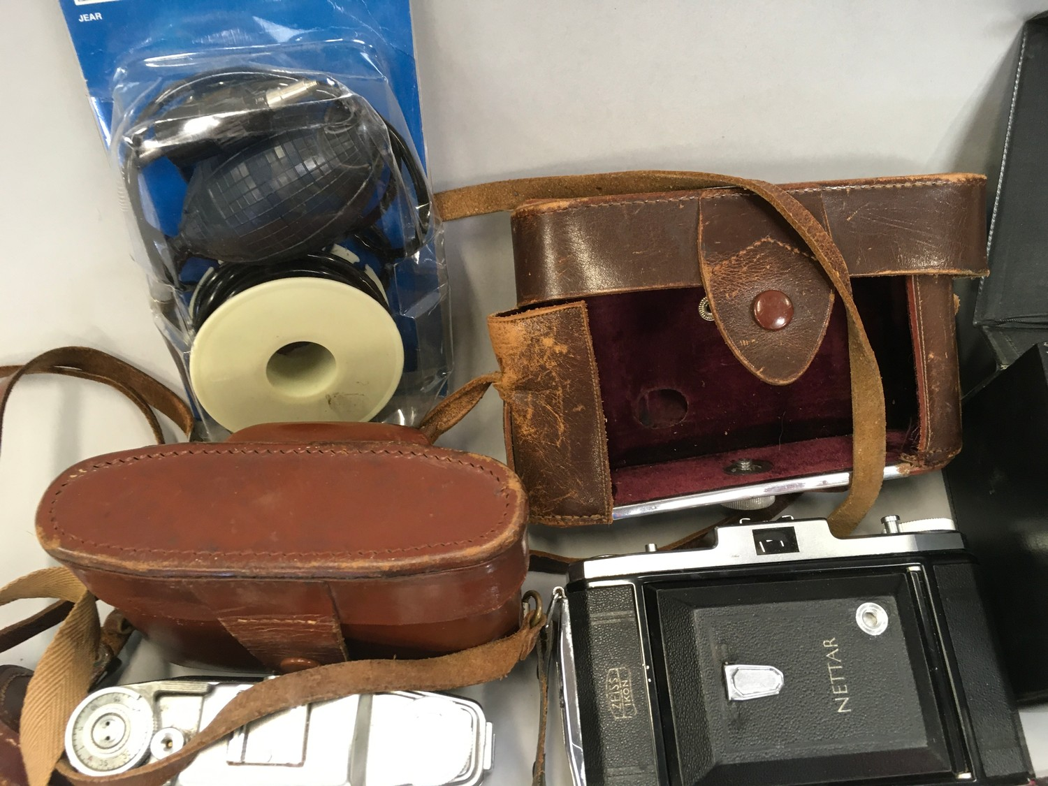 Quantity of cameras and equipment to included A Zeiss lkon Nettar folding camera - Image 4 of 5