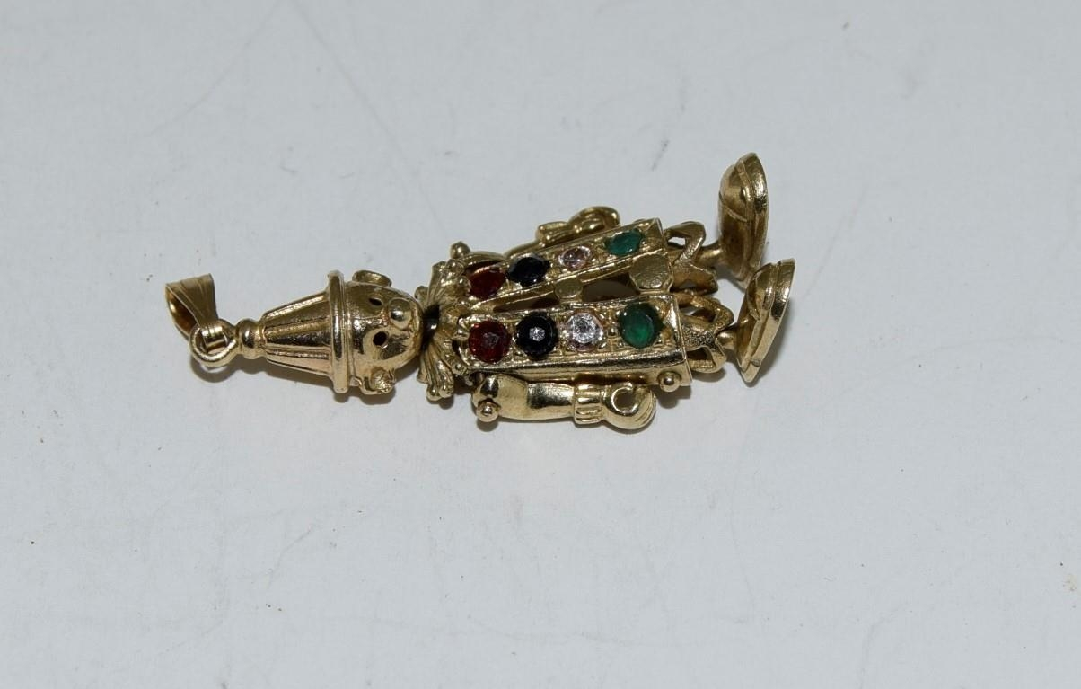 9ct gold charm as an articulated clown figure set with precious stone - Image 8 of 10