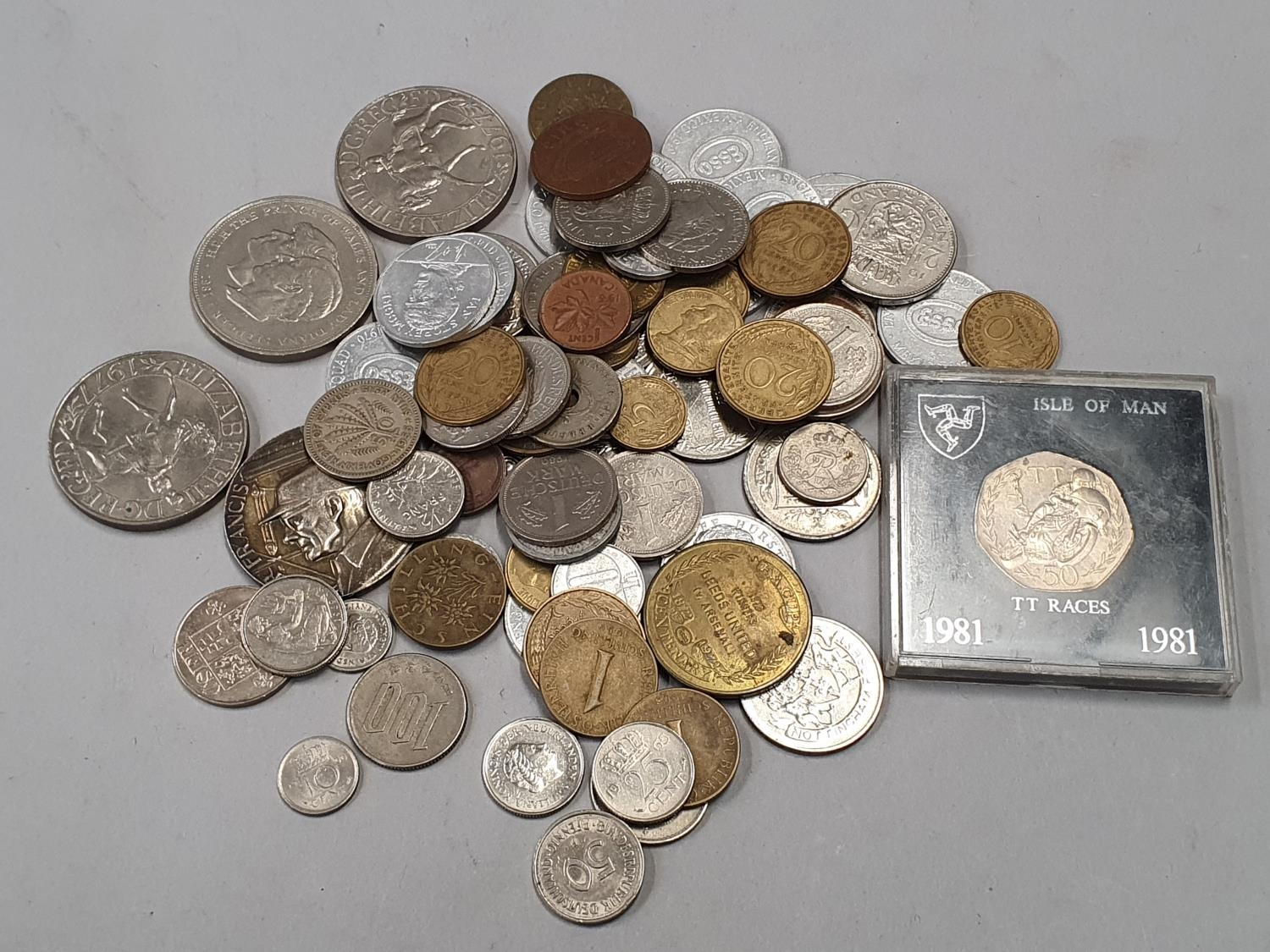 A small collection of mixed coinage.