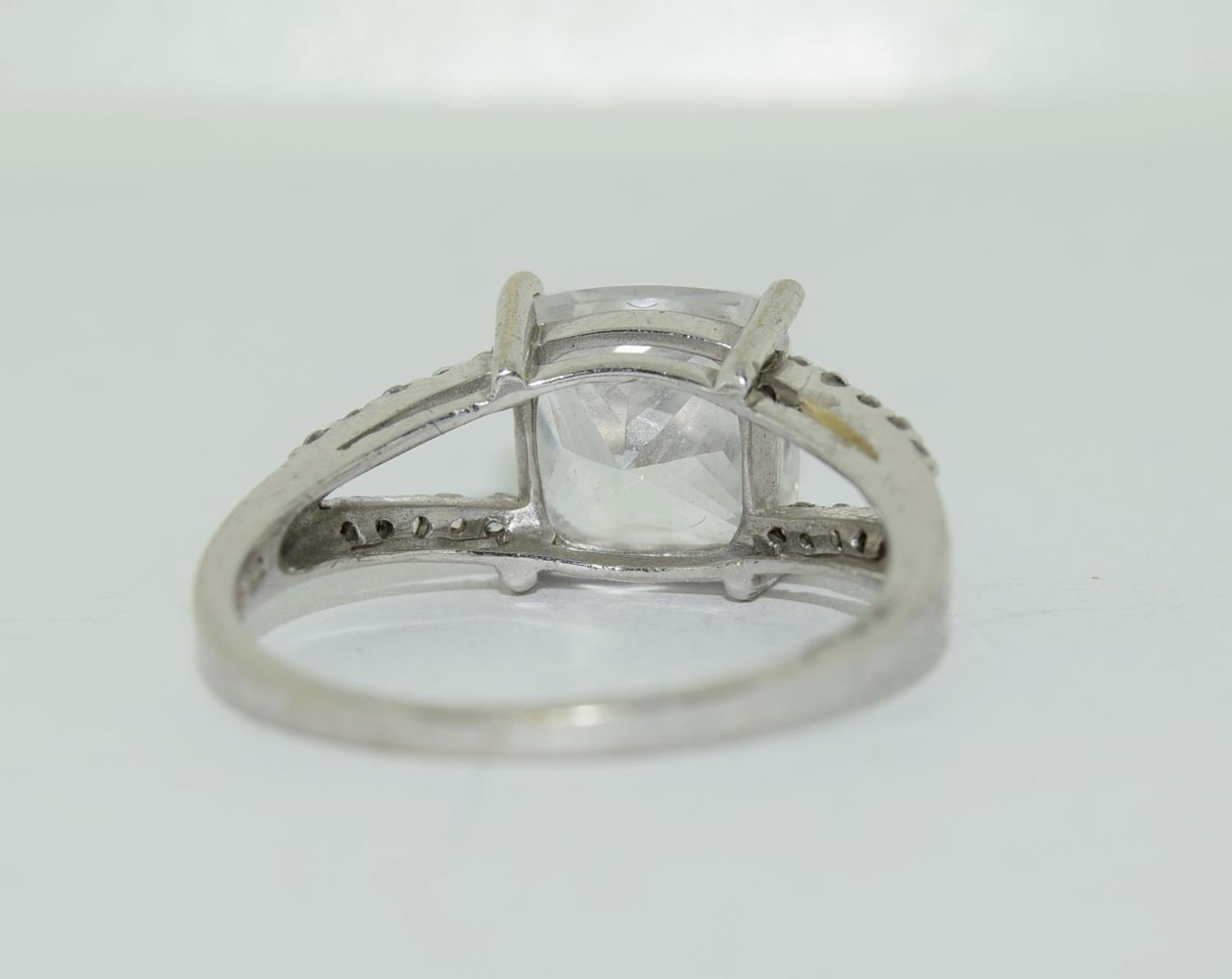 9ct white gold ladies square set solitare ring size R - Image 6 of 12