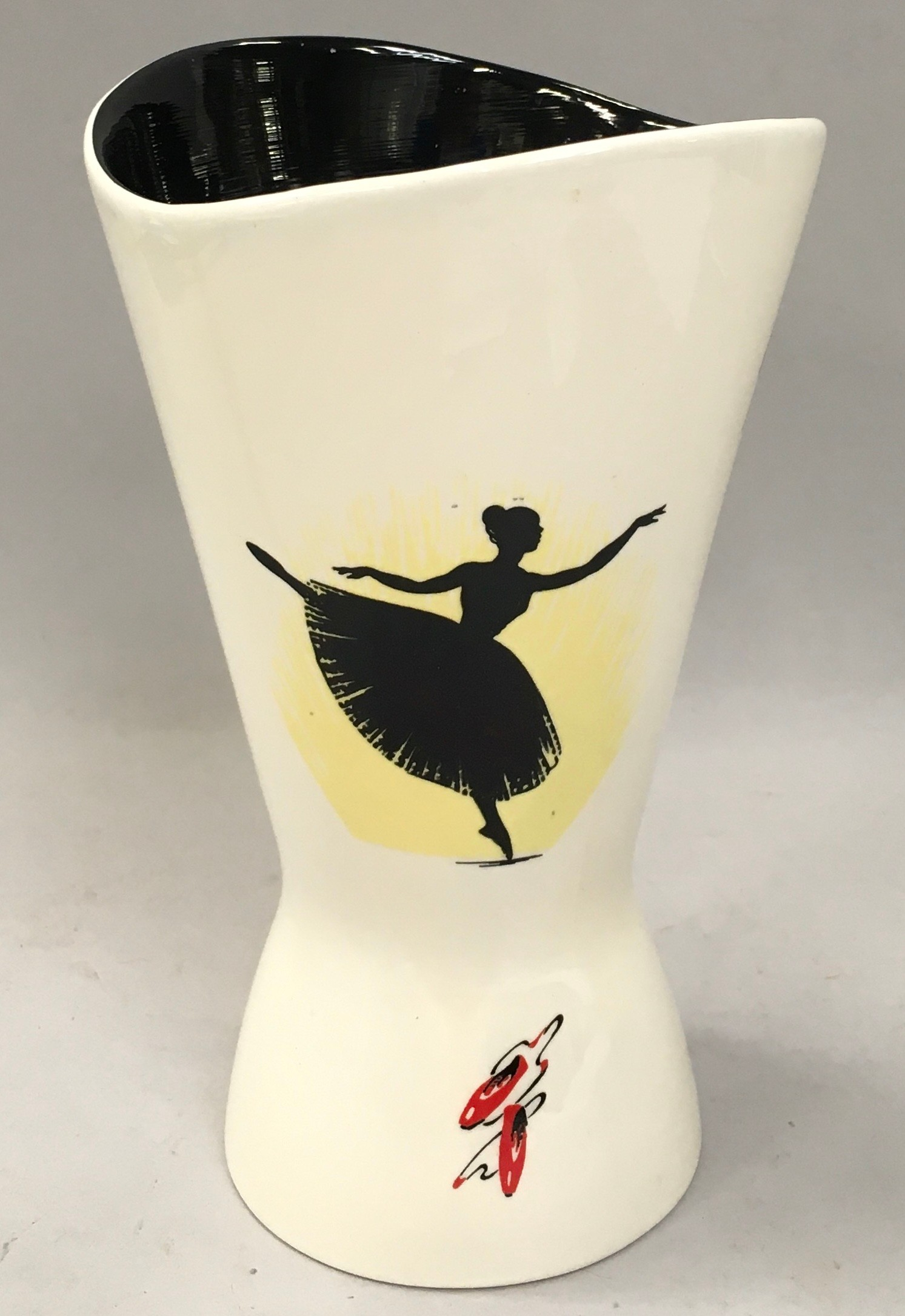 "Wade ""Ballet"" vase 19cms tall circa 1960 impress mark 458"