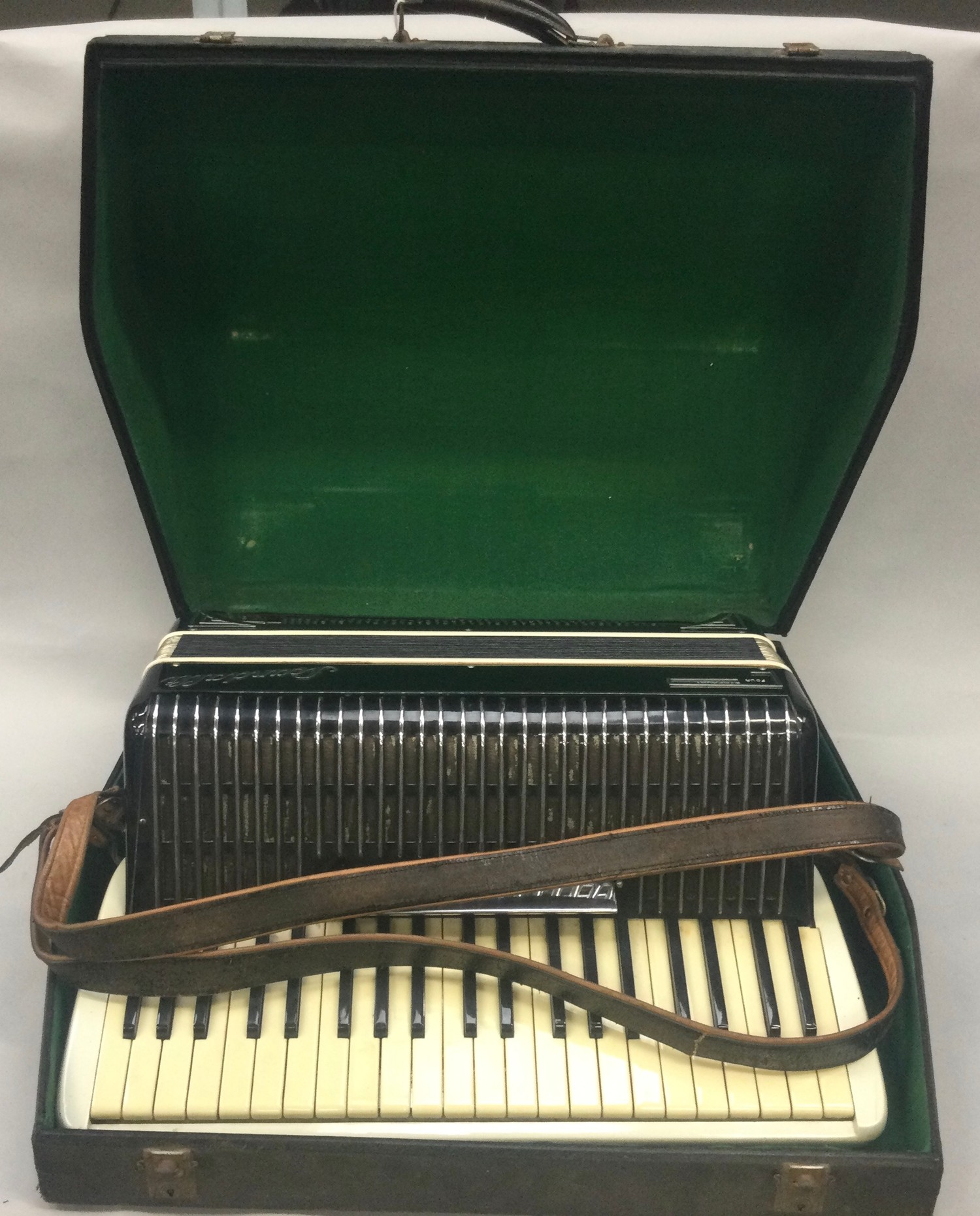 Boxed Symphony 4 accordion. - Image 6 of 7