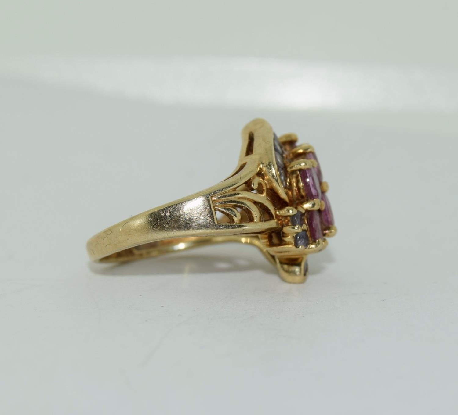 9ct gold ladies pink tourmaline and sapphire twist ring size L 4.9gm - Image 3 of 10