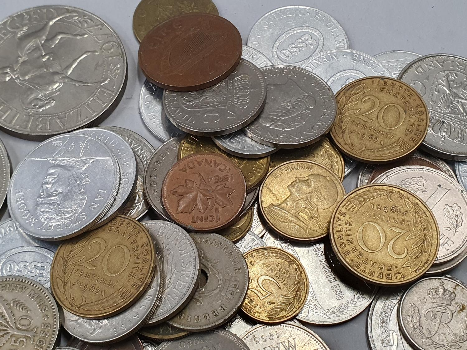 A small collection of mixed coinage. - Image 3 of 5