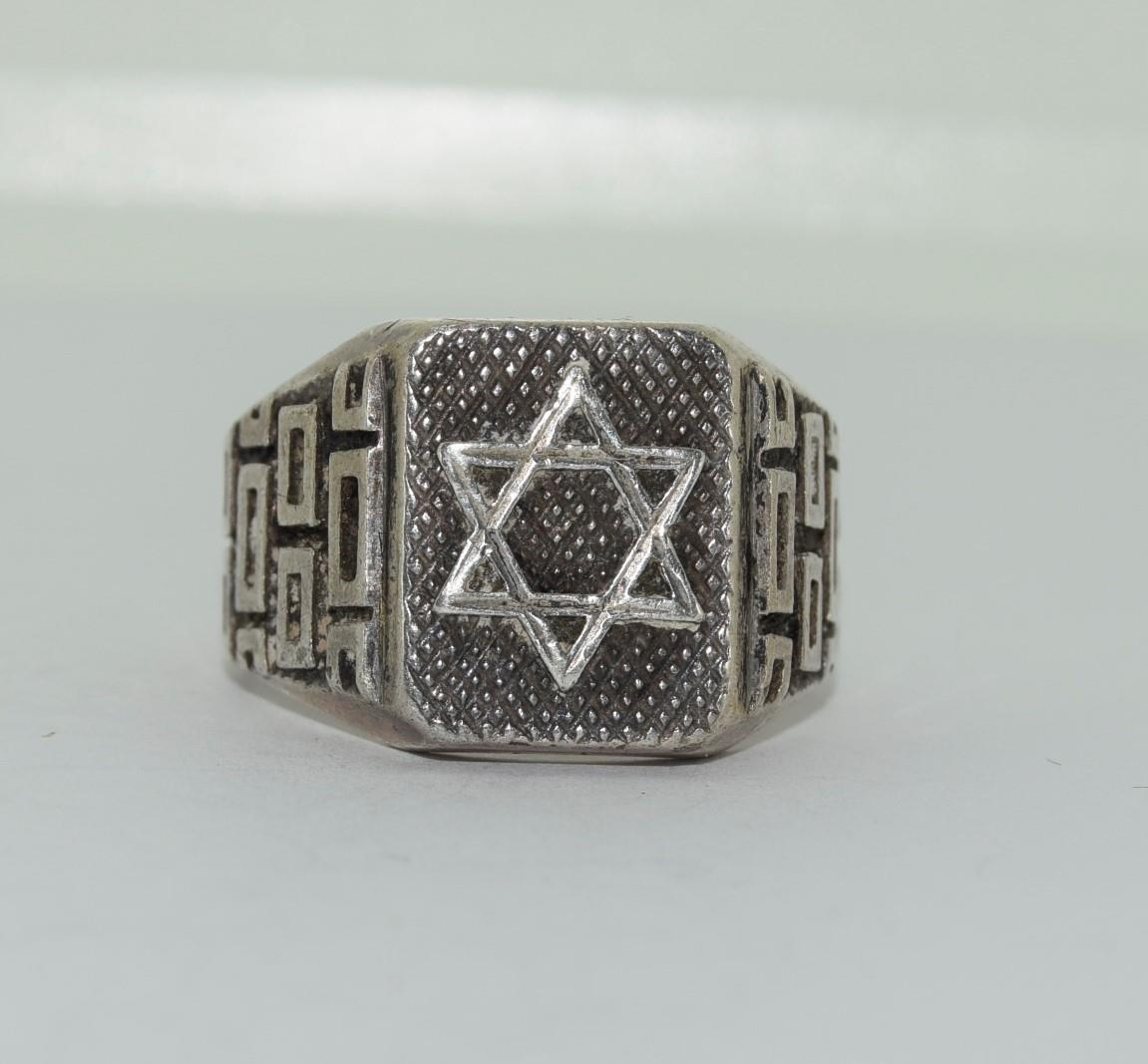 A Mens heavy silver Modernist Hexagon star ring, Size O