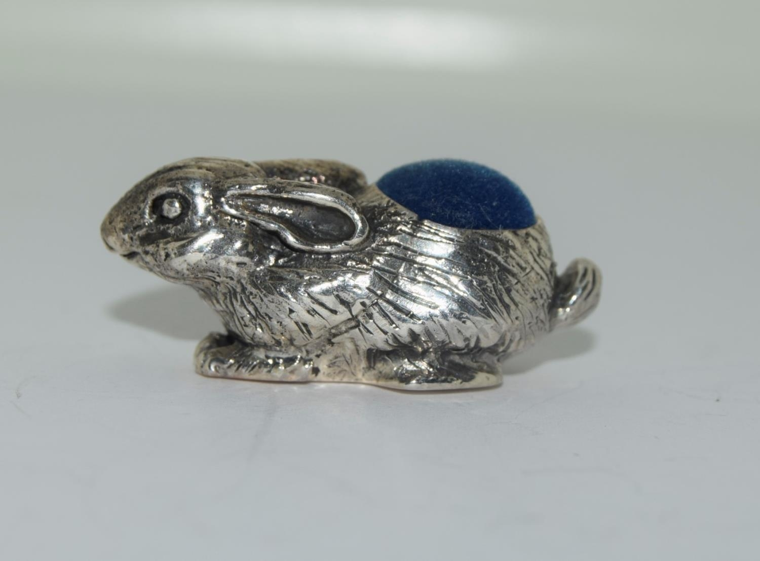 silver pin cushion in the form of a rabbit - Image 2 of 3