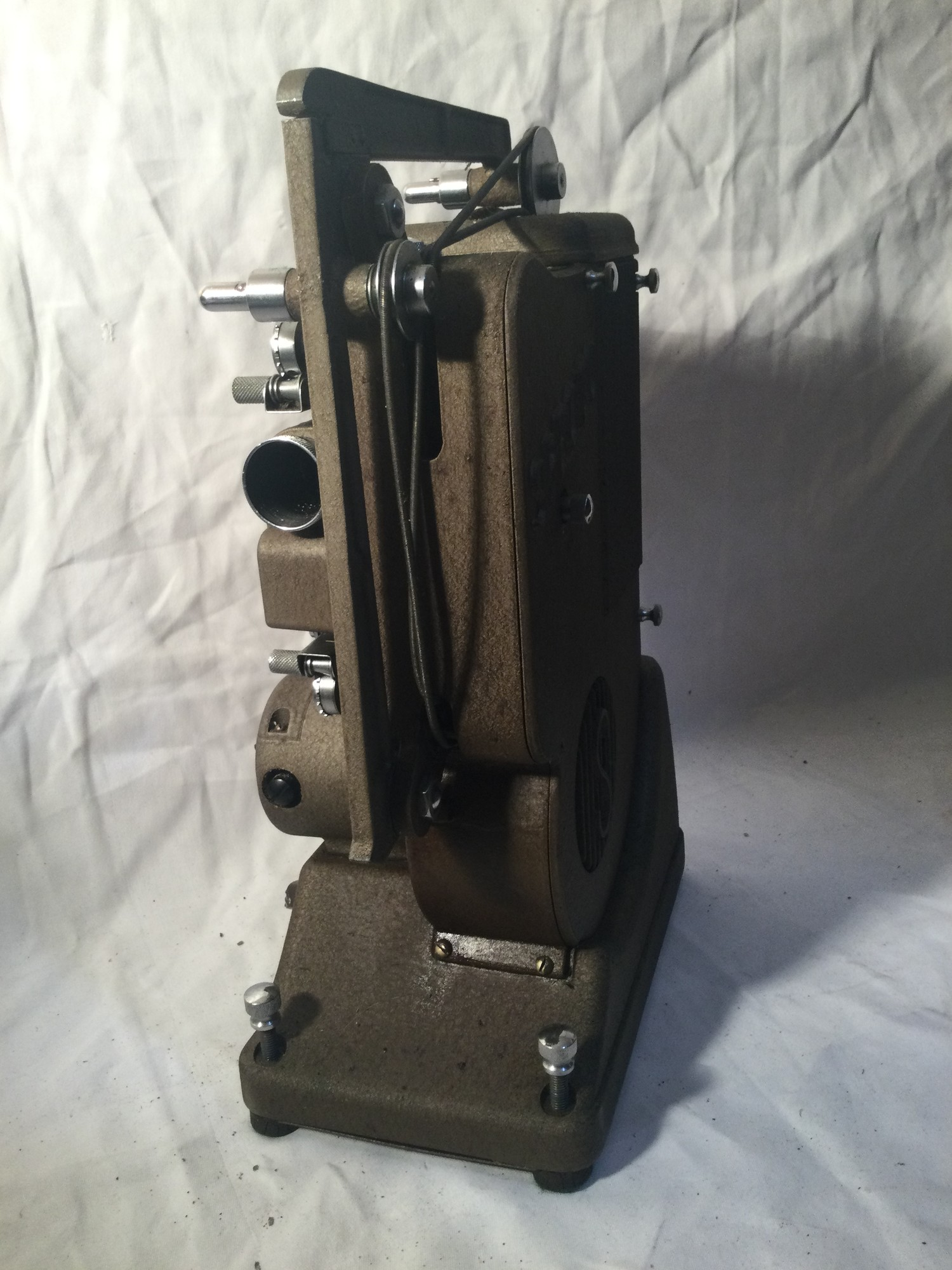 SPECTO FILM PROJECTOR. A vintage,probably 1930s Specto 500 moving film projector. Comes with brown