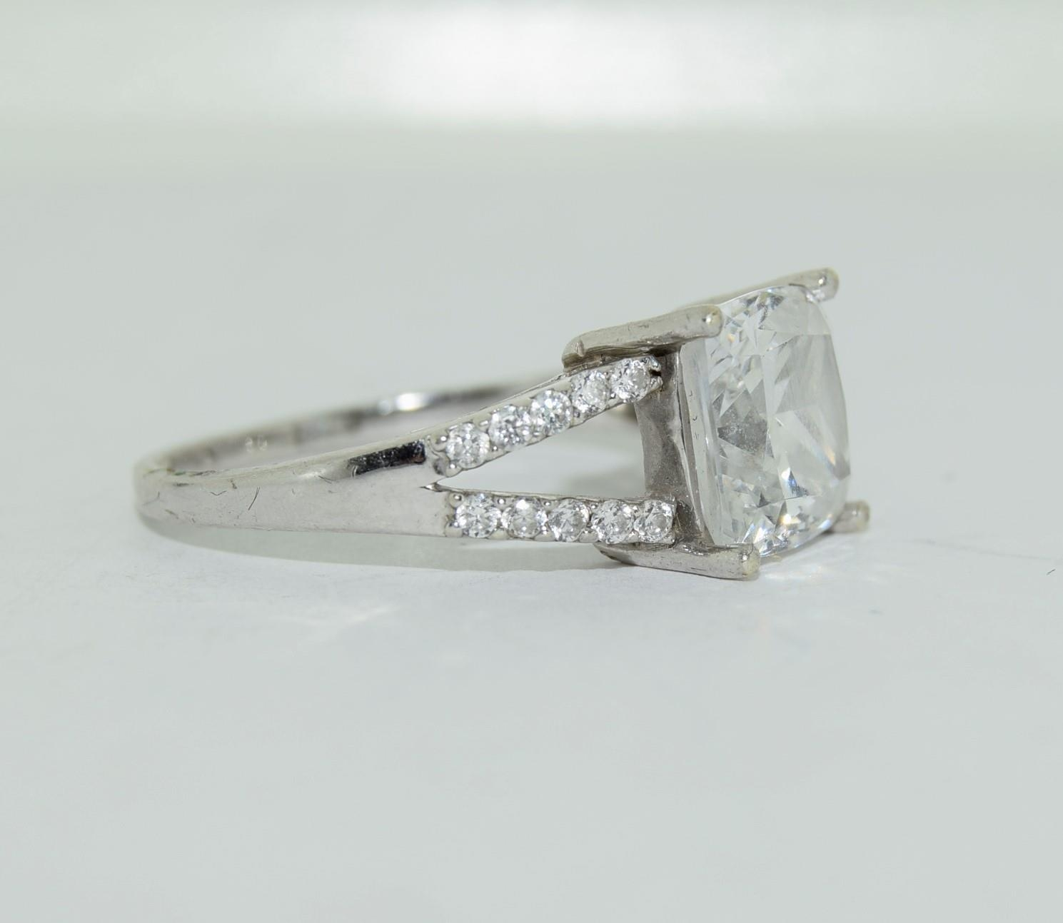9ct white gold ladies square set solitare ring size R - Image 9 of 12