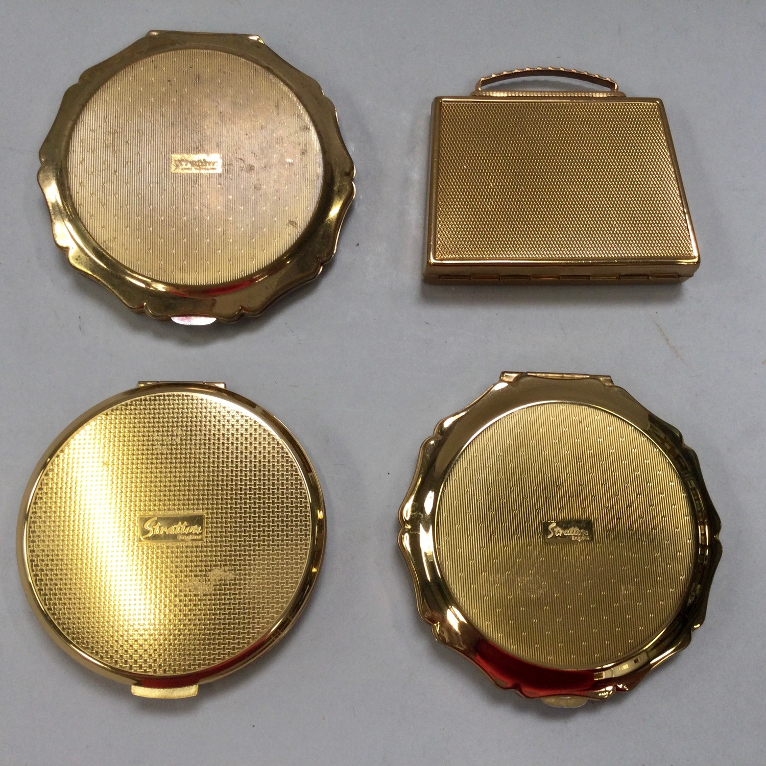 Stratton ladies compacts x4 all with cloth pouches. - Image 2 of 3