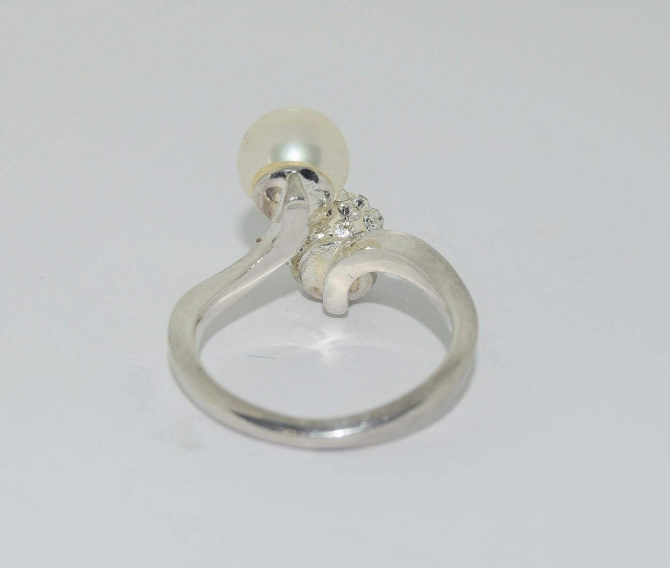 Silver ladies diamante and pearl set ring. Size N. - Image 3 of 3