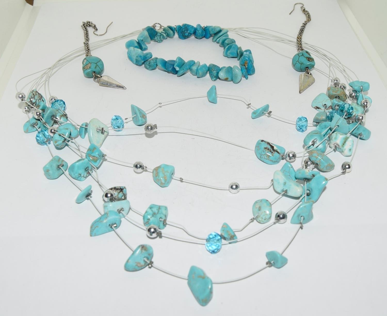Turquoise Gemstone necklace and bracelet.