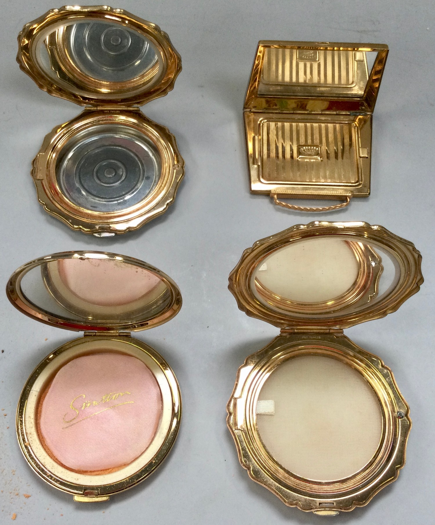 Stratton ladies compacts x4 all with cloth pouches. - Image 3 of 3