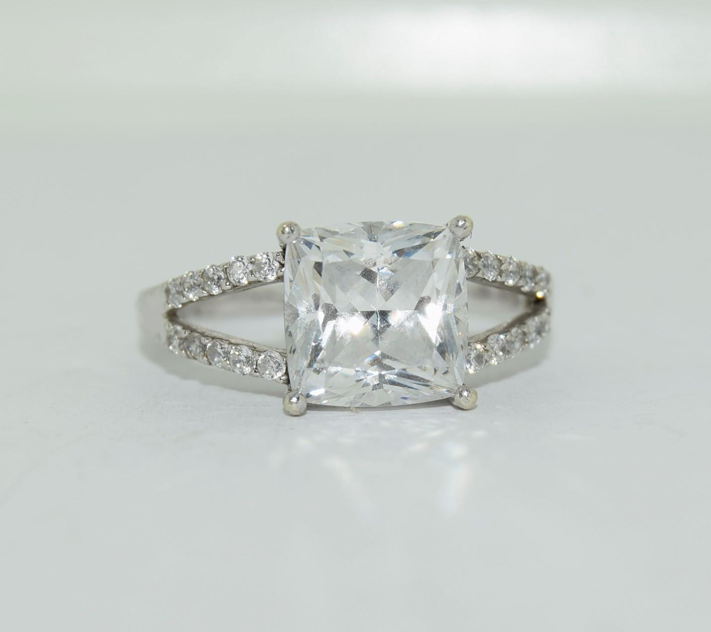 9ct white gold ladies square set solitare ring size R - Image 12 of 12