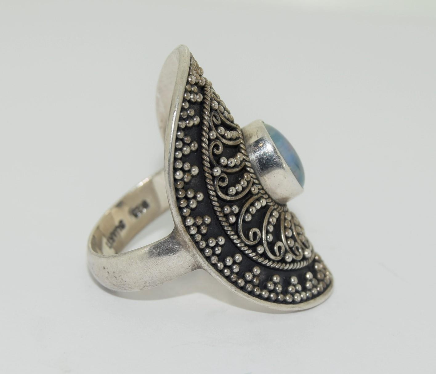 Silver ladies ring with wrap round and opal centre stone size R - Image 2 of 3