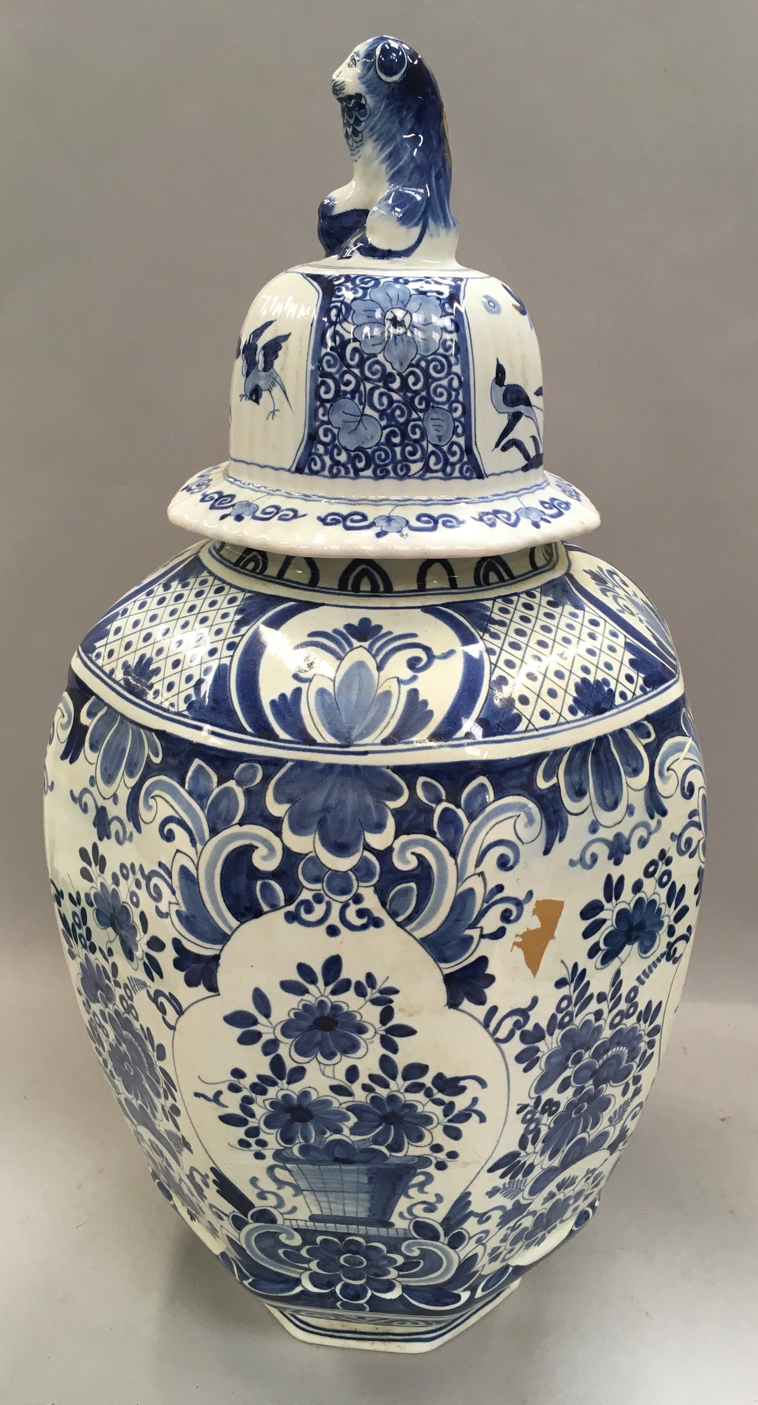 Large blue and white oriental ginger jar with lion finial to the top 53cm tall. - Image 2 of 4