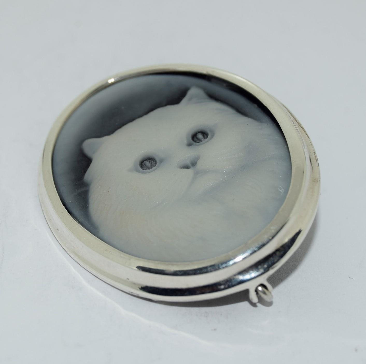 Silver wedgewood style cat brooch stamped 925