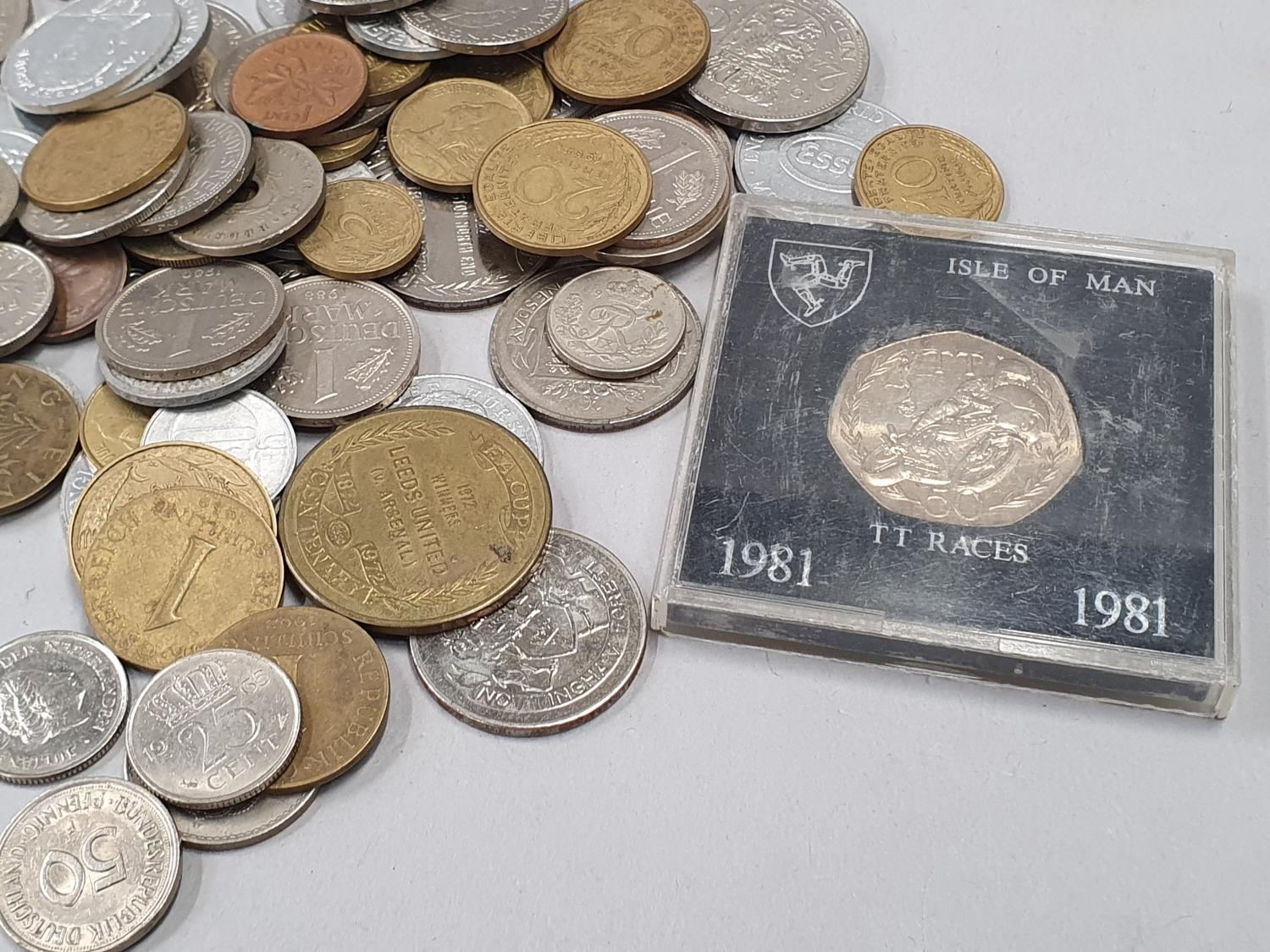 A small collection of mixed coinage. - Image 5 of 5
