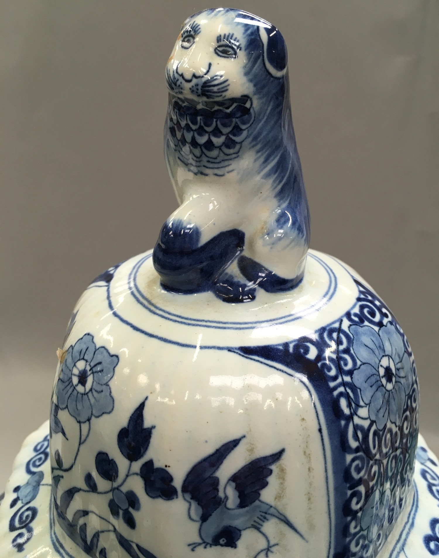 Large blue and white oriental ginger jar with lion finial to the top 53cm tall. - Image 4 of 4