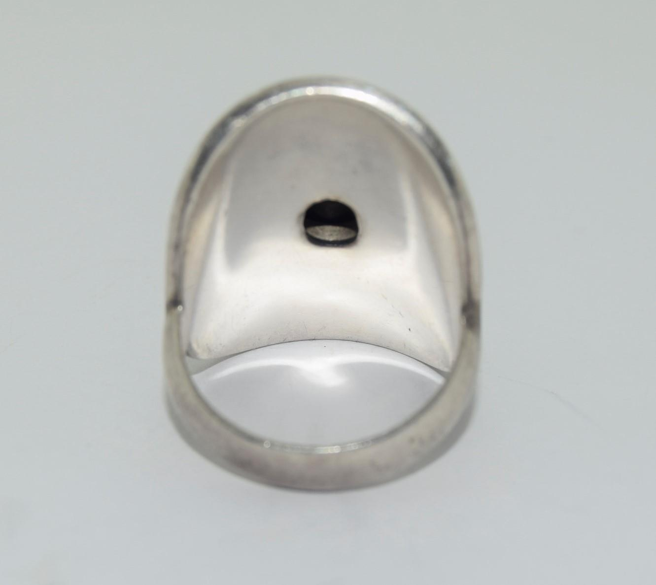 Silver ladies ring with wrap round and opal centre stone size R - Image 3 of 3