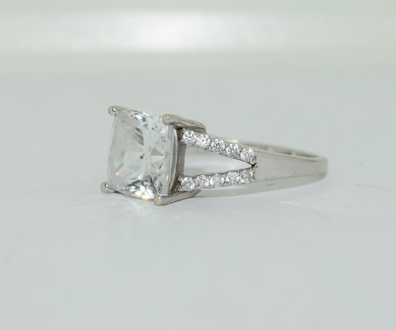 9ct white gold ladies square set solitare ring size R - Image 8 of 12