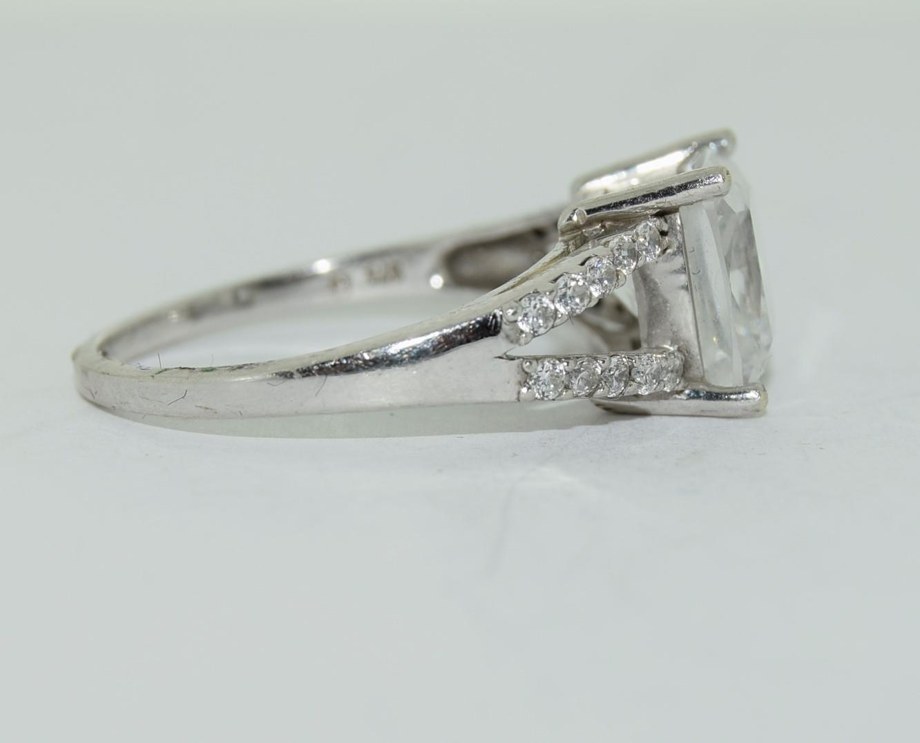 9ct white gold ladies square set solitare ring size R - Image 3 of 12