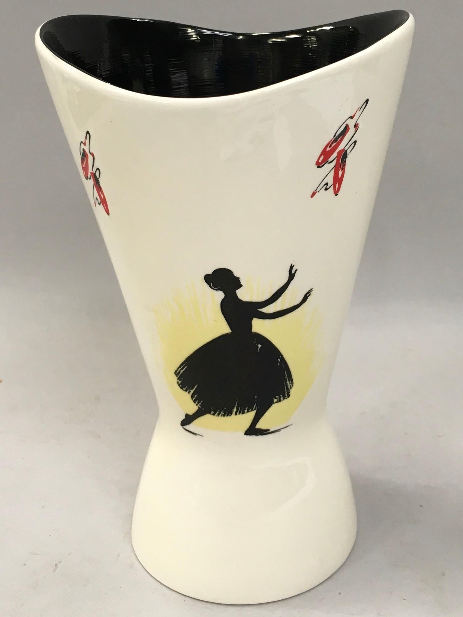"Wade ""Ballet"" vase 19cms tall circa 1960 impress mark 458 - Image 2 of 5"