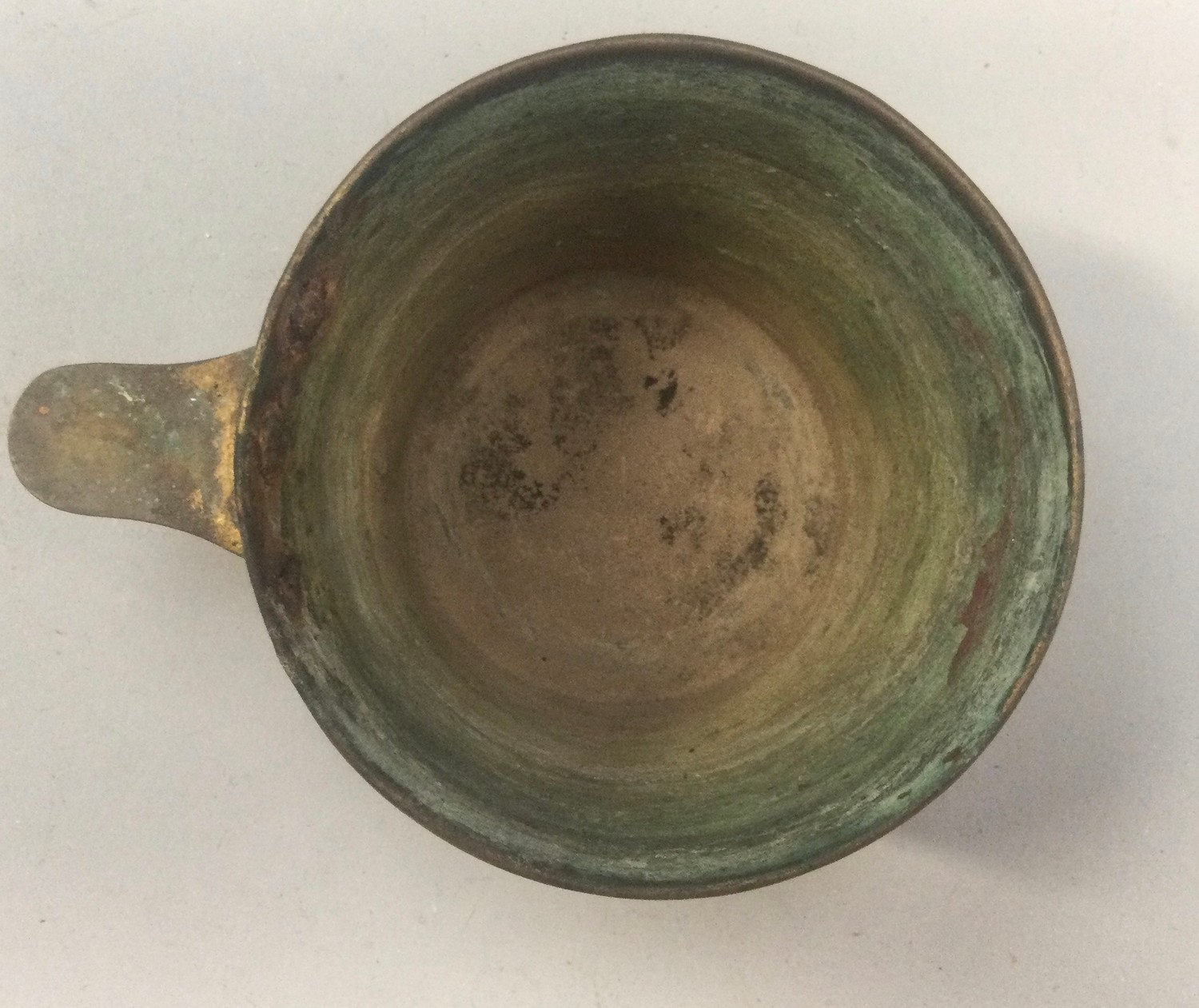 An Arts & Crafts brass Vapheio cup decorated with embossed figures. - Image 2 of 4