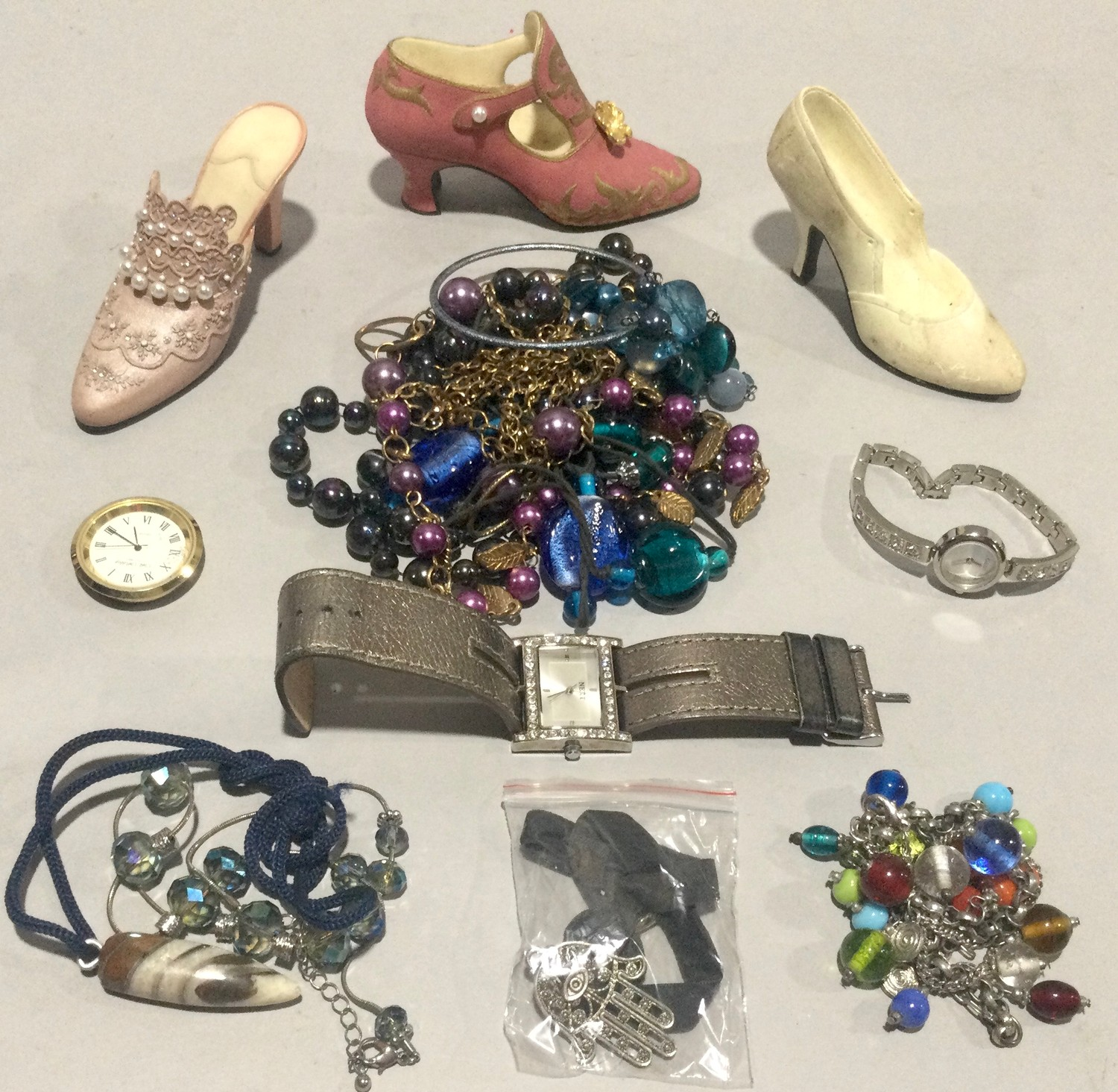 Large carry box with costume jewellery to include silver - Image 5 of 5