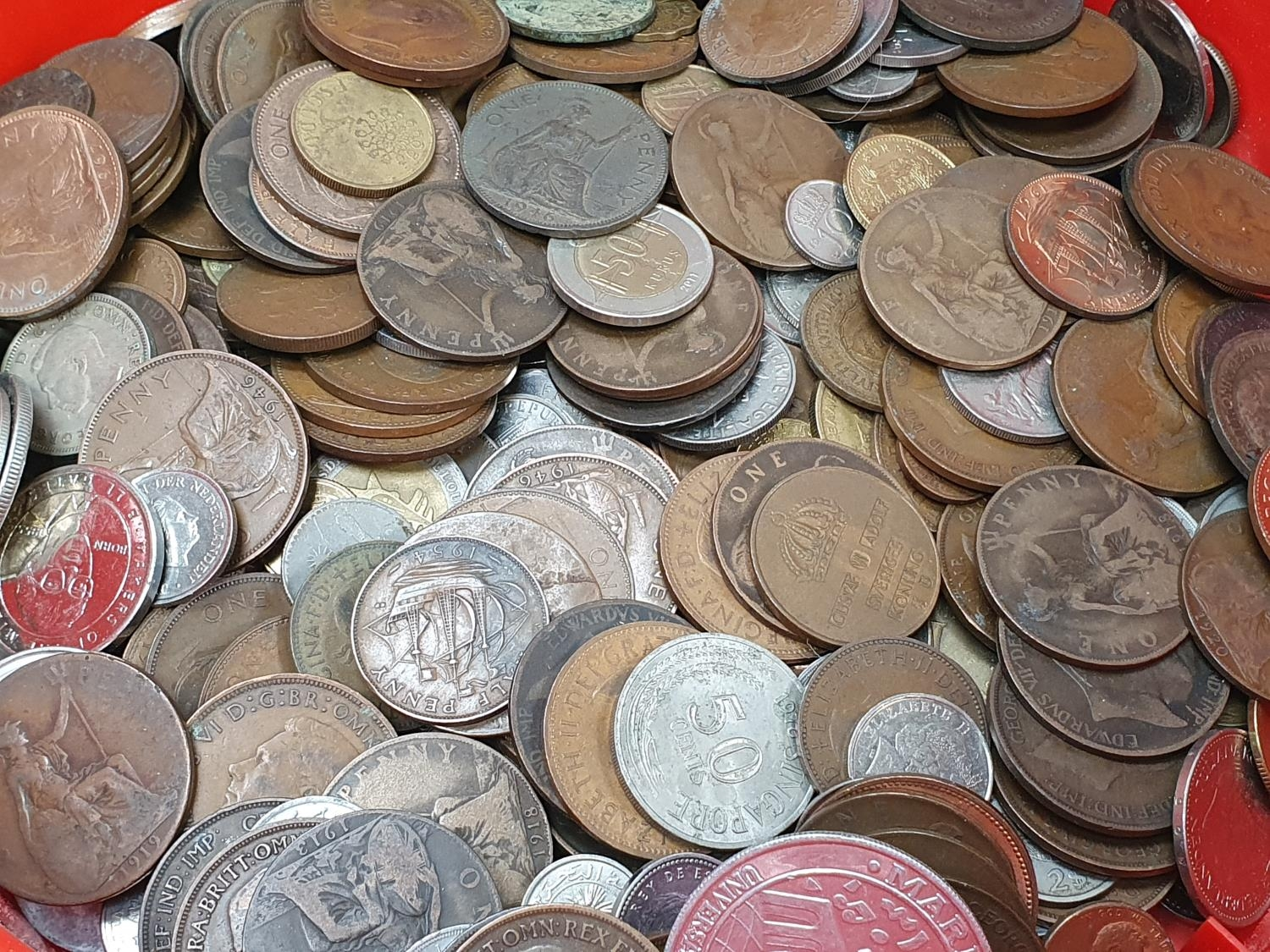Red tub of assorted coinage - Image 2 of 5
