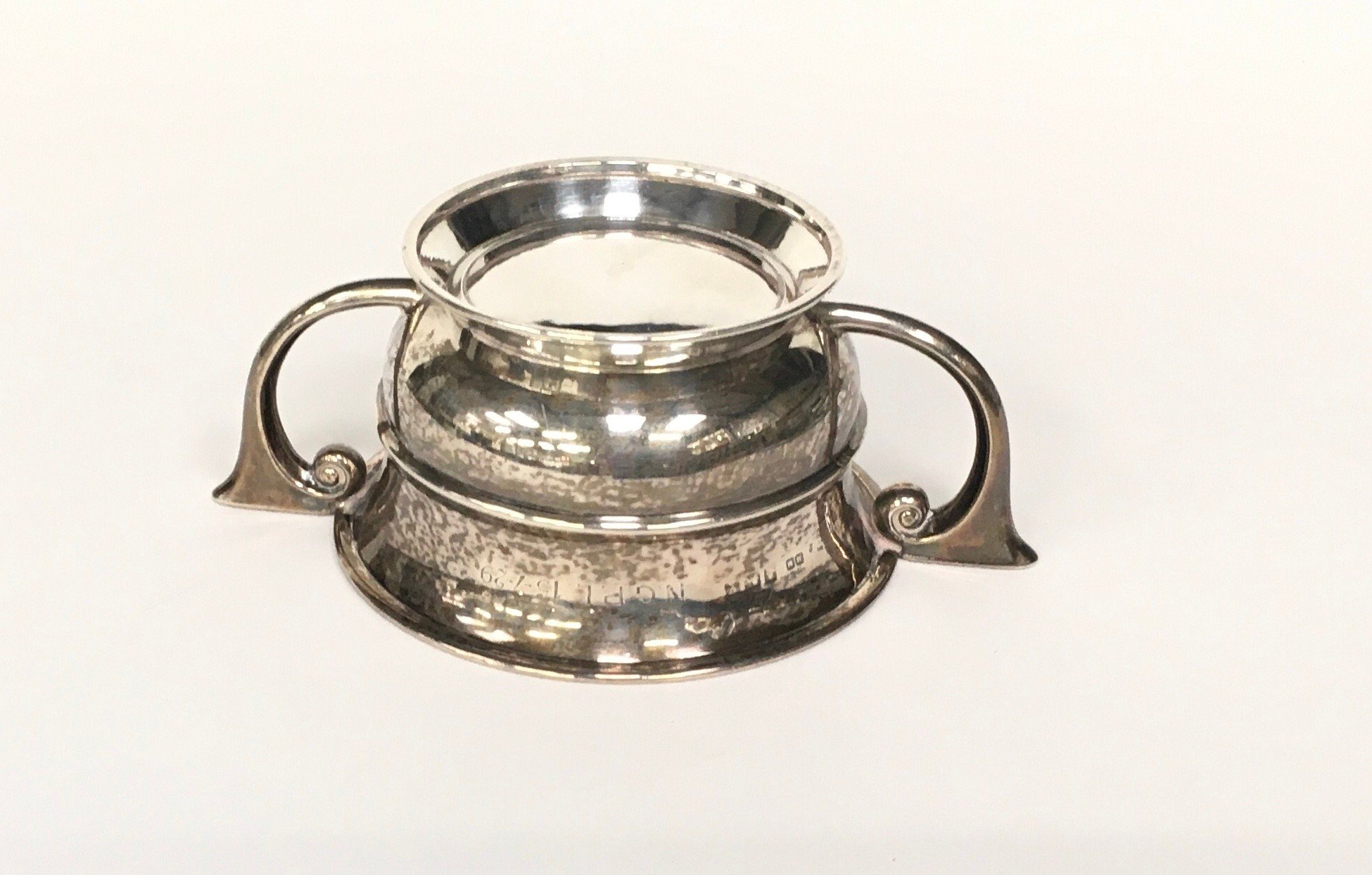 Silver twin handled bowl 100gm - Image 4 of 4