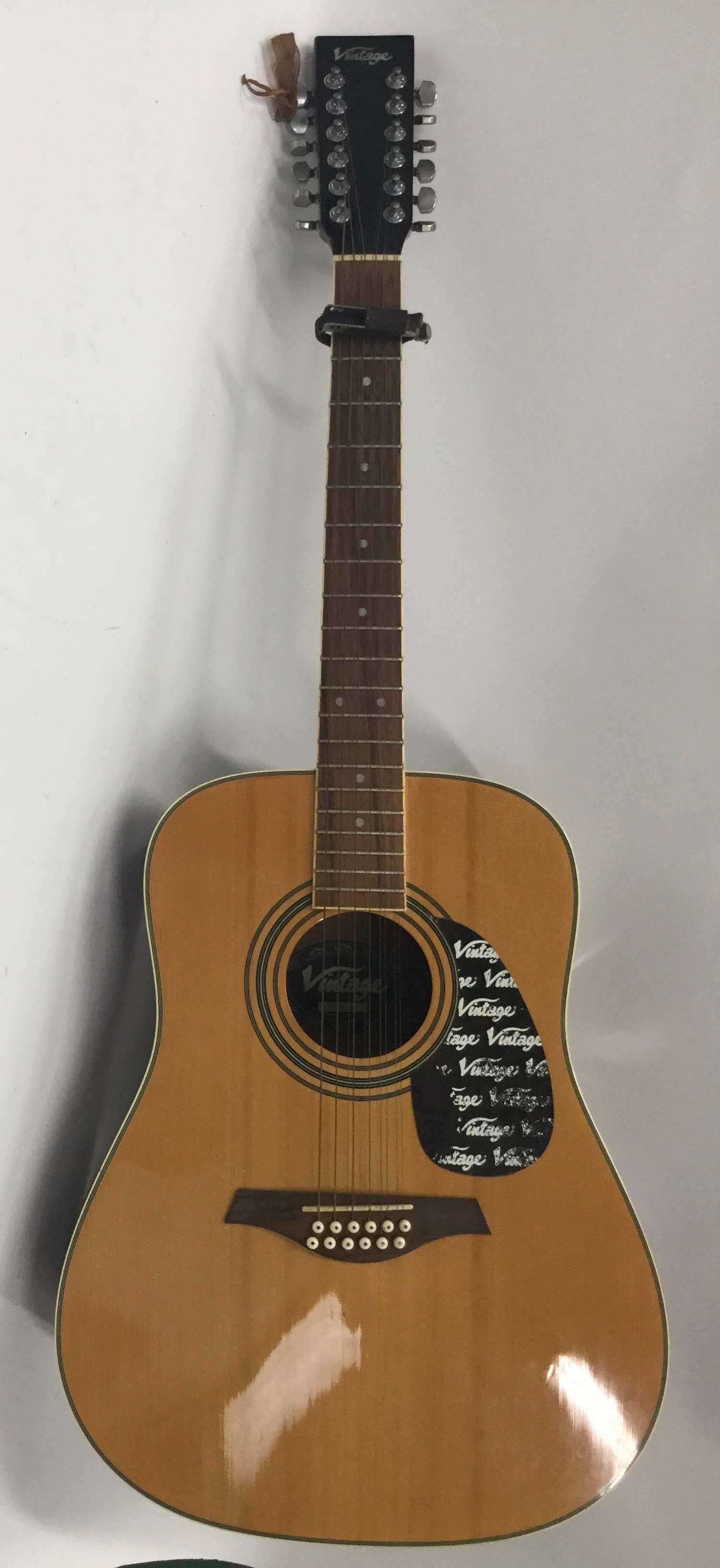 VINTAGE V400-12 ACOUSTIC GUITAR. An excelent chance to obtain this very good condition Vintage 12